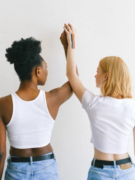 deux femmes alliées LGBT