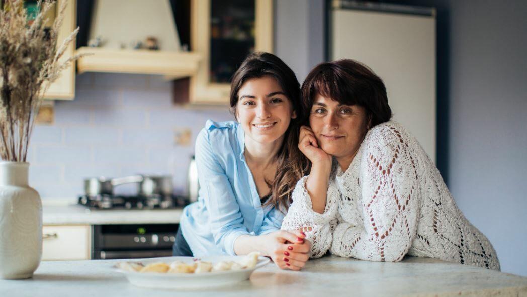 une femme et sa mère