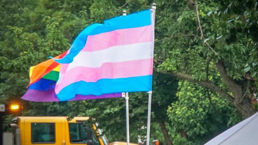 Drapeau transgenre et LGBT