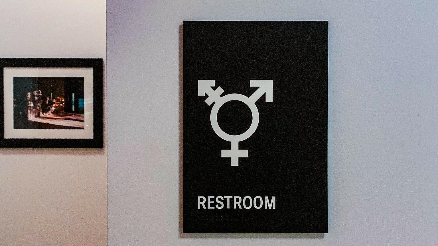toilettes pour personnes trans